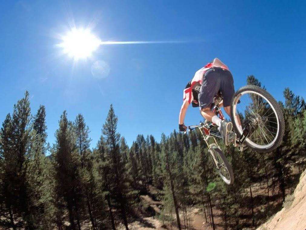 ruta en bicicleta por el pantano diversion dibersion rutas verdes vias verdes ciclismo por las montañas
